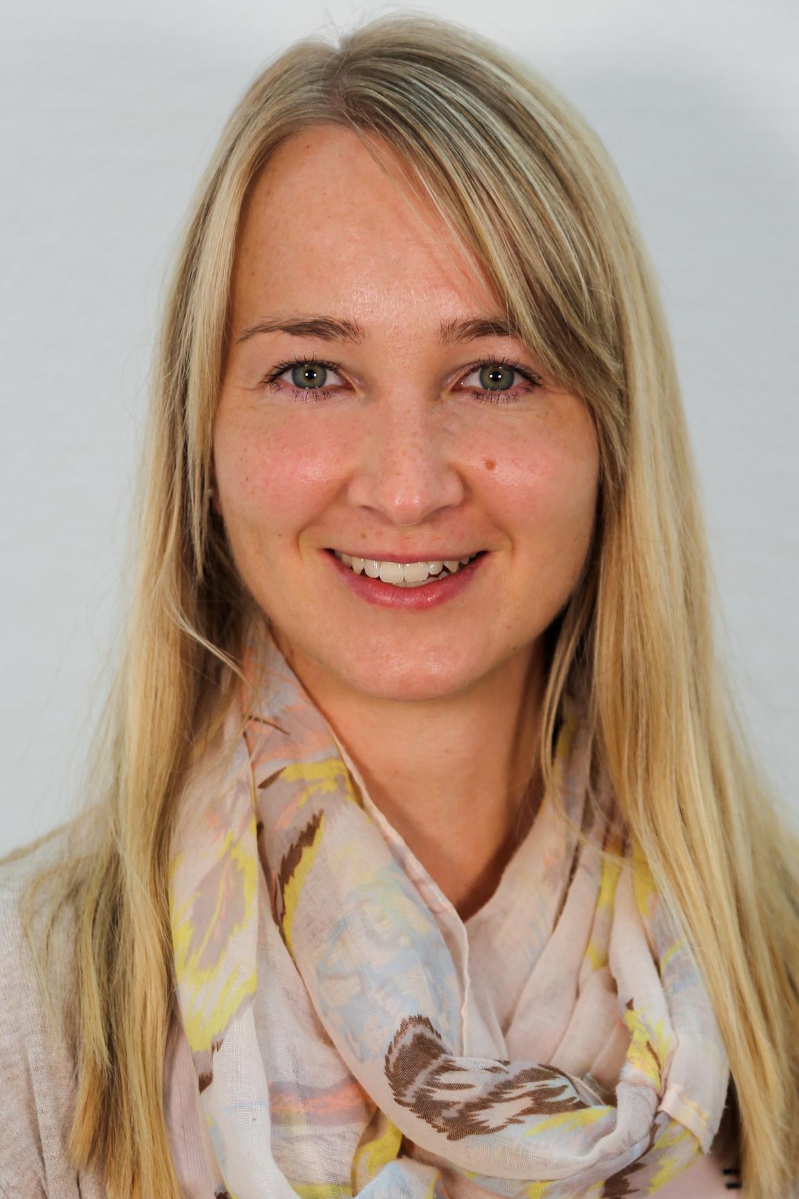 Frau Renate Mayer